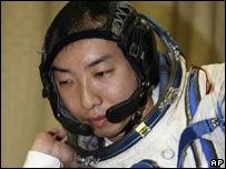 Космический турист подал в суд