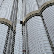 Французский человек поднялся на самое высокое здание в мире