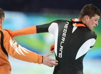 Голландский конькобежец Крамер напал на женщину