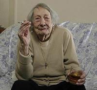 100-летний юбилей отмечает бабуля далёкая от здорового образа жизни