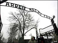 65 лет спустя узники Освенцима вспоминают лагерь смерти