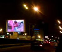Порно-клип привёл к хаосу на дороге
