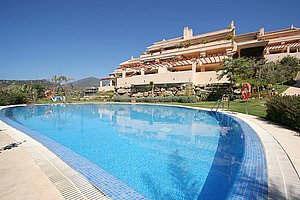 Пентхаус с бассейном в Испании