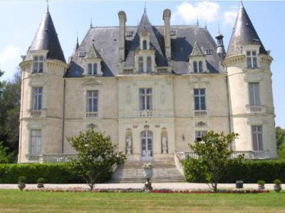 Замок в пригороде Парижа