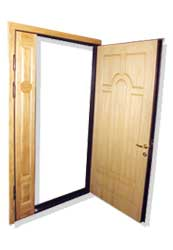 Входная двустворчатая дверь