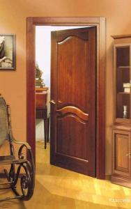 Межкомнатная дверь из дерева