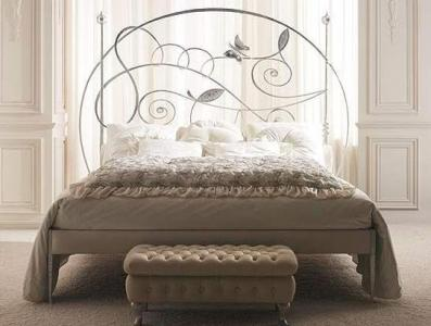 Белая кровать Италия