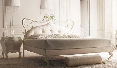 Белая итальянская кровать