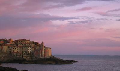 Отель на морском берегу Италии