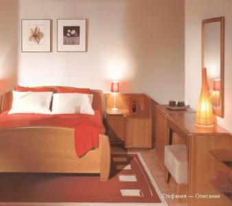 Эксклюзивная спальня из дерева