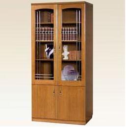 Деревянный шкаф в гостинную