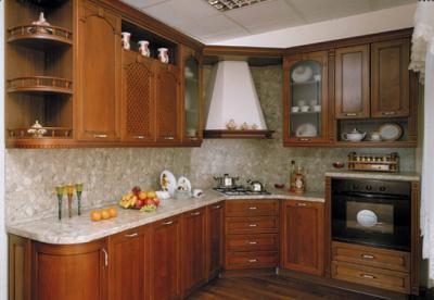 Классическая кухня из дерева