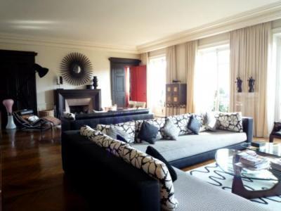 Дом в центре Парижа