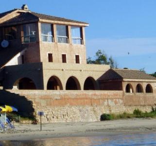 Вилла на морском побережье Италии